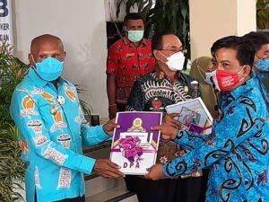 Wali Kota Jayapura Serahkan DPA OPD T.A 2021