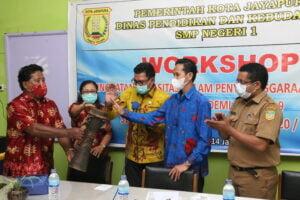 Samakan Persepsi Pembelajaran dan Penilaian Pada Masa Pandemi, SMPN 1 Jayapura Gelar  Workshop