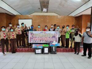 Kristhina Mano Salurkan Bantuan APD Dari Kwarnas di Kwarcab Nabire