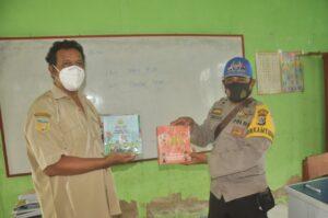 Polisi Pi Ajar Demi Cerdaskan Anak di Perbatasan RI-PNG