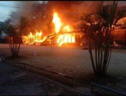 Enam Unit Tempat Usaha di Abepura Hangus Terbakar