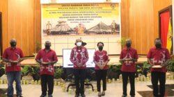 Serahkan Dana Operasional Kepada Dewan Kesenian, Wali Kota Pesan Lestarikan Budaya Tabi